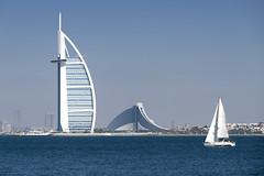 Sailing (GER.LA - PHOTO WORKS) Tags: burjalarab jumeirahbeachhotel architecture architektur meer wasser dubai vae summer