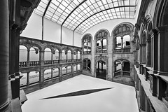 Atrium (Blende1.8) Tags: light licht lichthof atrium architecture architektur innenraum interior wideangle sony alpha indoor monochrome ilce7rm2 a7rii a7r2 emount 1224mm arches art room raum raumkunst kunstimraum boden floor glasdach glas roof old alt gebäude building sel1224g