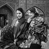 Girl Friends (Tom Levold (www.levold.de/photosphere)) Tags: fuji fujixpro2 isfahan xf35mm esfahan people street portrait porträt sw bw freundinnen girlfriends