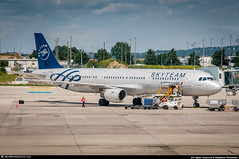 CDG.2015 #AF #AFR #A321 #F-GTAE #SkyTeam #AWP (CHR / AeroWorldpictures Team) Tags: air france airbus a321212 msn 796 eng cfmi cfm565b1p reg fgtae rmk painted skyteam history aircraft first flight serial 211 test davzn built site hamburg xfw delivered airfrance af afr config cabin cy200 modified special colours 1998 plane aircrafts airplane gate a321 terminal 2f cdg lfpg paris apron staff nikon d300s zoomlenses nikkor 70300vr raw planespotting lightroom awp