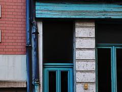 Fragments (série) (Jean-Luc Léopoldi) Tags: fenêtre porte façade crayon dessin dur intense gouttière briques