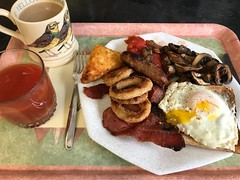 1792 Sunday Brunch - Full English breakfast style (Andy - Not too busy) Tags: brunch egg fullenglish grilledbacon hashbrowns mug onionrings photostream plumtomatoes sausage semifried slicedchestnutmushrooms tea tomatojuice