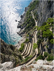 twisting and winding (kurtwolf303) Tags: capri italy italien italia road serpentine landscape sea ocean meer klippe mountain abhang olympusem1 omd microfourthirds micro43 systemcamera mirrorlesscamera mft kurtwolf303 twistingroad windingroad strase serpentinenstrase unlimitedphotos 250v10f topf25 topf50 topf75 steilklippe steilküste topf100 500v20f insel