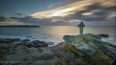 Sunset en mer d'Iroise (clos du pontic) Tags: croix iroise rocher sunset côtier sentier melon porspoder longue pose fuji xt1