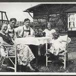Archiv FaMUC050 Münchner Familie, Im Frühjahr, 1920er thumbnail
