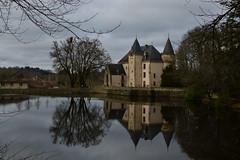 Chateau de Nieul (LeT@ines) Tags: nieul nikon3200 nikon chateau reflet