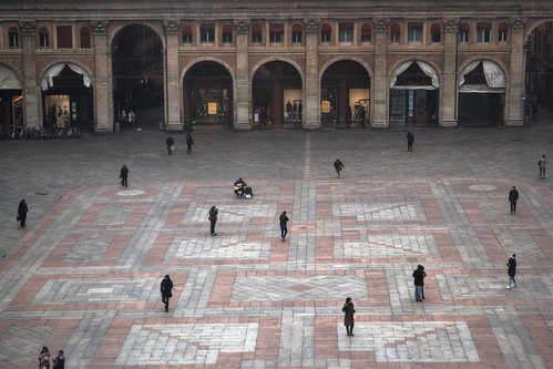 Bologna, busker in piazza Maggiore-