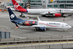 "XA-AMM | Boeing 737-852/W | AeroMexico (special ""Coca-Cola"" holiday colours) (cv880m) Tags: kennedy jfk kjfk newyork aviation airliner airline aircraft airplane jetliner xaamm boeing 737 738 737800 737852 winglet scimitar split aeromexico mexico cocacola gracias holidays christmas navidad"