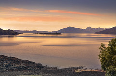 Dreamy Scotland (Sizun Eye) Tags: scotland uk theunitedkingdom isleofskye lochkishorn loch tranquility serenity sunset mountains horizon orange yellow landscape sizuneye nikond90 tamron1750mmf28