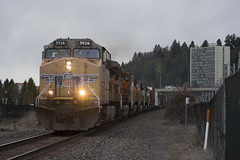 Heading out of town (Tom Trent) Tags: up unionpacific bnsf burlingtonnorthernsantafe lanecounty oregon eugene dash9 c44accte gevo diesel ge freight couds
