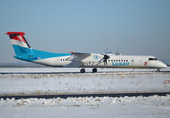 LX-LGN, De Havilland Canada DHC-8-402Q, c/n 4426, Luxair, CDG/LFPG, 2018-01-10, taxiway Delta. (alaindurandpatrick) Tags: lxlgn cn4426 dhc8 dash8 dhc8400 dehavillandcanada dehavillandcanadadash8 dehavillandcanadadhc8 dehavillandcanadadhc8400q airliners propeliners lg lgl luxair airlines cdg lfpg parisroissycdg airports aviationphotography