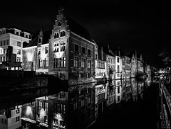 Gent night bw -2- (MAICN) Tags: 2018 night vhs building oldtown water gent mono cityscape dunkel sw nachtaufnahme gebäude mirroring nightshot bw architecture blackwhite monochrome reflection nacht schwarzweis spiegelung häuser nightshoot einfarbig architektur wasser altstadt