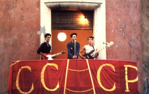 CCCP fedeli alla linea 🎸 📷 ] ; ) ::\☮/>>http://www.elettrisonanti.net/galleria-fotografica#punk #rock #popolare 🎥#elettritv💻📲 #punkfilosovietivoemiliano #musica  #sottosuolo #music #underground 🙌 #a