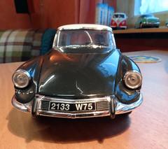 Métharmorphose de la belle DS 19 (Jack 1954) Tags: citroën ds miniature ancêtre old collection car
