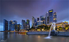 Marina Bay, Singapore (AdelheidS Photography) Tags: adelheidsphotography adelheidsmitt adelheidspictures singapore merlion bluehour blue building blauwuurtje cityscape canoneos6d city skyline evening citylights cityview flats waterfront water bay marinabay