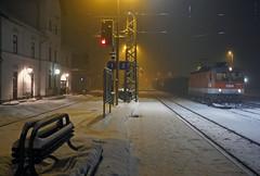 OBB 1044-058 Schwarzenau (peter.velthoen) Tags: obb snow schnee sneeuw road station bahnhof gare niege petervelthoen goederentrein oostenrijk austria kunstlicht