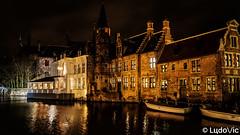 A night in Bruges (17) (Lцdо\/іс) Tags: brugge bruges brussels belgique belgium belgie flamande flandre flanders flickr lцdоіс city citytrip night travel trip lights reflexion reflection reflet old town oldcity