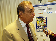 José Agripino, senador, entrevistado pela imprensa