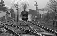 2.1 (gi@nnino) Tags: film ilford ilfordhp5 400asa train blacknwhite bn trenodellabefana treno befana bianconero pellicola locomotivavapore ferrovia fumo scambio rotaie nikon fe2 135mm nikkor analogicait