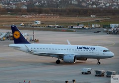 Lufthansa A320-271NEO D-AINE taxiing at STR/EDDS (AviationEagle32) Tags: stuttgart stuttgartairport flughafen flughafenstuttgart str edds germany deutschland airport aircraft aa airplanes apron aviation aeroplanes avp aviationphotography aviationlovers avgeek aviationgeek aeroplane airplane airbus planespotting planes plane flying flickraviation flight vehicle tarmac lufthansa lufthansagroup airbus320 a320 a320neo a320271neo a320271 daine
