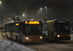 ASTRA Irisbus Citelis 5331 al STB - Depoul Vatra Luminoasa - linia 70 si ASTRA IKARUS 415T 5183 al STB - Depoul Vatra Luminoasa- linia 70   -  Trolleybus 5331 and Trolleybus 5183 Bucharest   -  Trolleybus 5331 und Trolleybus 5183 Bukarest (mihaipăcurețu) Tags: romania românia road rumänien ratb transport transportation transportpublic troleibuz trolleybus town bucharest bucuresti bucurești bukarest bus urban nikon night noapte publictransport public astra astrairisbuscitelis ikarus ikarus415t
