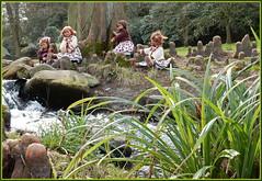 Kindergartenkinder ... (Kindergartenkinder) Tags: kindergartenkinder annette himstedt dolls annemoni milina sanrike tivi felsen tier baum