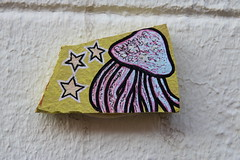 Chip (unnamedcrewmember) Tags: chip tile art wall fassade nahaufnahme closeup fliese scherbe wand jellyfish qualle linden hannover germany bunt colorful sterne stars urban microcosmos