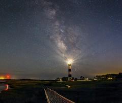 i will leave a light on (Christian Möller) Tags: lighthouse outerbanks northcarolina obx milkyway milchstrase leuchtturm steg nacht night sterne stars