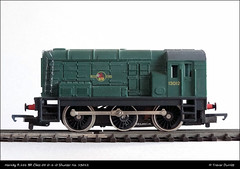 Hornby R.156 BR Class 08 0-6-0 Diesel Shunter DSC03178 (Trevor Durritt) Tags: ©trevordurritt ©thegeniescave wwwthegeniescavecouk hornby oogauge ooscale 176 modelrail brclass08 060 green diesellocomotive shunter shuntingengine modelrailway