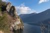 Le rocher de Scarigiöla au bord du Lago di Lugano, près de Gandria (Tessin) (25/12/2017 -21) (Cary Greisch) Tags: che carygreisch felsen gandria lagodilugano scarigiöla sentierodellolivo switzerland ticino rocher