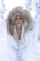 Polar Beauty (DZ-fotografia (6,8 Million views, Thx!)) Tags: lady polar woman lapland snow fur long blonde hair