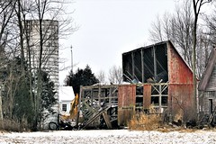 the end of an era (Lana Pahl / Country Star Photography) Tags: ruraldecay abandoned barns