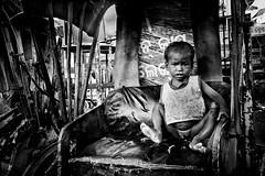 Little homeless (Ma Poupoule) Tags: homeless enfant enfants children bhadrak inde noirblanc noir blackwhite bw biancoenero bianconero india