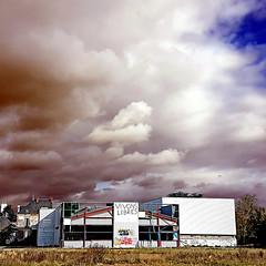 Vivons Libres (pom'.) Tags: decay urbex clouds sky angers 49 maineetloire paysdelaloire france europeanunion smartphone samsunggalaxys7 samsungsmg930f october 2017 100 200 300 angersloiremétropole anjou groupenuagesetciel 5000