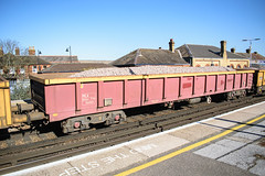 503523 Faversham 170218 (Dan86401) Tags: faversham 6n32 503523 mla bogie open ballastbox wagon freight greenbrier ews db dbcargo redsnapper fishkind engineers departmental infrastructure