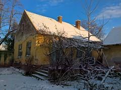 WP_20171210_08_21_59_Pro (vale 83) Tags: house under snow microsoft lumia 550 coloursplosion colourartaward friends