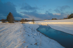 Afternoon creek (RdeUppsala) Tags: uppland vattholmaån creek agua atardecer åkrar arroyo naturaleza nature natur nubes nieve sverige suecia sweden sunset sky snow snö ån