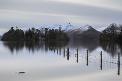 Tranquil waters (andyrousephotography) Tags: lakedistrict keswick derwentwater lake water fence winter cold snow crisp longexposure leefilters 06ndmedgrad 10stops bigstopper ettr andyrouse canon eos 5d3 5dmkiii ef24105mmf4l
