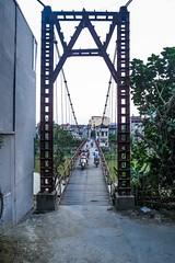 Motoprovozu nevadí ani most (zcesty) Tags: řeka vietnam20 motorka most domorodci vietnam caobang dosvěta tpcaobằng caobằng vn