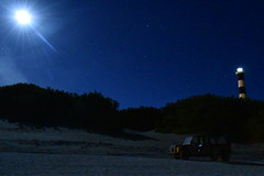 La luna, las estrellas y el faro (brendabrizzi) Tags: luna cielo estrellas faro claromecó argentina playa mar noche mehari chico alguienmirandoeso