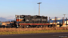 Only 567 reasons to stay (C.P. Kirkie) Tags: portlandwestern pnwr willamettepacific willamettevalley eugene gp9 emd oregon oregonelectric oe timberindustry trains railroads freighttrain blackwidow