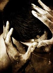 3 points de suspension... (Sabine-Barras) Tags: réunion cavadee kavadi tradition religion rituel sépia sepia monochrome people personnes détail detail hands mains procession tamil tamoule reportage ritual