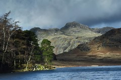 29/365 #636 Blea Tarn in the spotlight (Searigg) Tags: lakedistrict langdales bleatarn anewfocus
