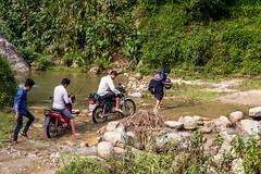 Cestou necestou, blátem i vodou (zcesty) Tags: řeka vietnam22 motorka domorodci cesta brod vietnam dosvěta hàgiang vn