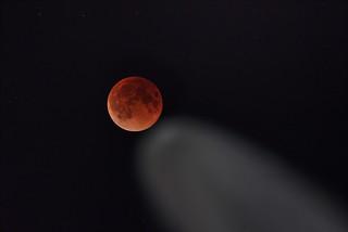 Blood moon comet