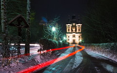 Driving to the Church (Theo Crazzolara) Tags: christkindl steyr church kirche austria österreich night car lights basilika barock baroque christ christus winter snow christmas cold