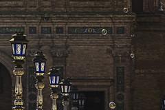 Faroles y pompas (Ignacio M. Jiménez) Tags: faroles pompas lanterns bubbles plazadeespaña ignaciomjiménez sevilla andalucia andalusia españa spain fotografíayliteratura