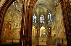 Astorga (León). Palacio Episcopal de Antonio Gaudí. Capilla (santi abella) Tags: astorga león castillayleón españa palacioepiscopaldeastorga antoniogaudí arquitecturamodernista