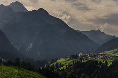 Mittelberg (Netsrak) Tags: europa europe kleinwalsertal alpen at österreich mittelberg landschaft berg gebirge wiese baum wald