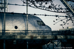 2017 04 02 - 062932 0 Canon EOS 6D (ONLINED1782A) Tags: canoneos6d ef100mmf28lmacroisusm photography photo depthoffield vsco vscofilm outdoor delicate beautiful color exhibition show earlymorning airplane aircraft cockpit jet barbedwire wiremesh
